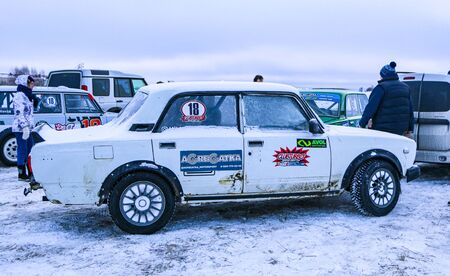 YOSHKAR-OLA, RUSSIA, JANUARY 11, 2020: Winter car show for the Christmas holidays for all comers - single and double drift, racing on a frozen lake. 스톡 콘텐츠 - 138403692