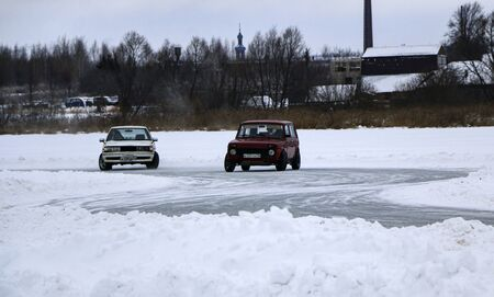 YOSHKAR-OLA, RUSSIA, JANUARY 11, 2020: Winter car show for the Christmas holidays for all comers - single and double drift, racing on a frozen lake. 스톡 콘텐츠 - 138403811