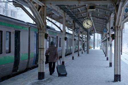 하코다테시, 일본, 2009 년 12 월 22 일 : 하코다테 스테이션 승객 탑승