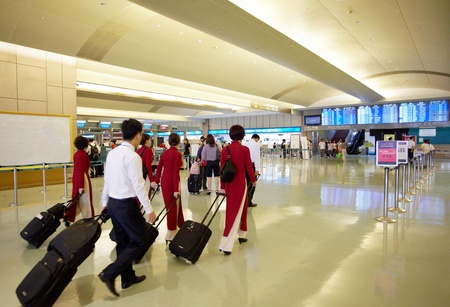 TouYuan 카운티, 대만, 2011 년 7 월 7 일 : CKS 국제 공항의 Luby와 승무원