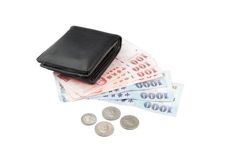 remuneraciones: New Taiwan Dollar Cash y monedas con la cartera Foto de archivo