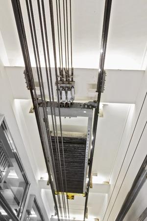 Lift tunnel binnenlandse mening met kabel Stockfoto - 41929468