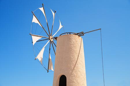 kreta: Typische Windm�hle auf der griechischen Insel Kreta,Typical windmill on the Greek island of Crete