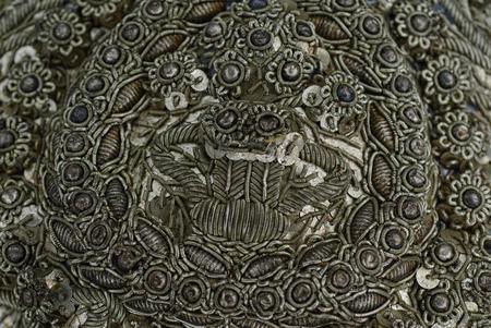 vestidos de epoca: Detalle de un bordado adornado de plata en un sombrero folclórico 200 años de antigüedad
