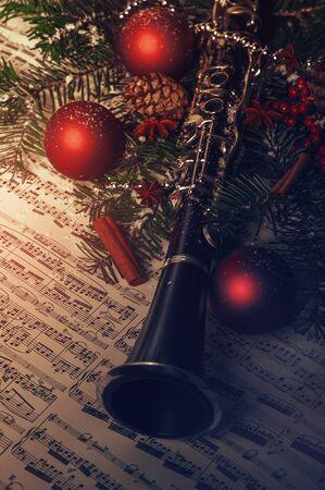 clarinet: Decoración de Navidad con clarinete y notas de hoja Foto de archivo