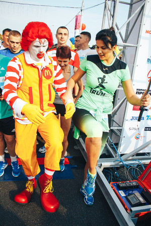 mcdonalds: MINSK, BELARUS.September 10 2017 Half Marathon The girl and the clown shoot themselves on the phone