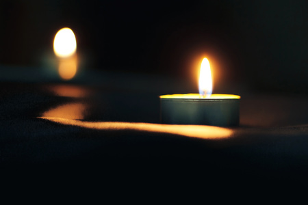 Memorial Day International Holocaust Remembrance Day The candle burns in memory of the dead Archivio Fotografico
