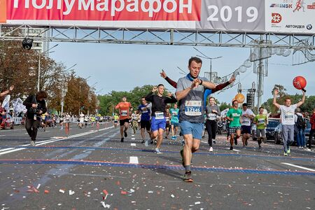 September 15, 2018 Minsk Belarus Half Marathon Minsk 2019 Finish line with lots of runners during sports race through the streets of the city Éditoriale