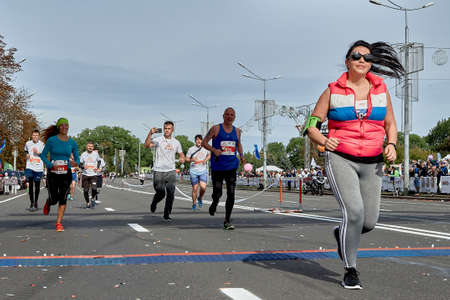 September 15, 2018 Minsk Belarus Half Marathon Minsk 2019 Marathon runners run to the finish line . A woman crosses the finish line Éditoriale
