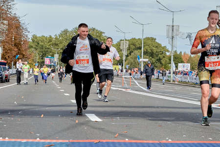 September 15, 2019 Minsk Belarus Participants cross the finish line of the marathon on a city road Éditoriale