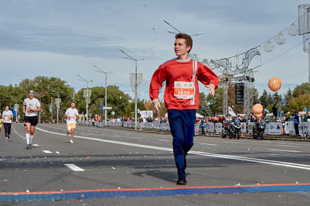 September 15, 2019 Minsk Belarus The participant crosses the finish line of the marathon on a city road Éditoriale