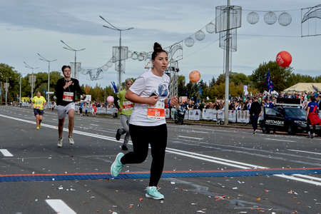 September 15, 2019 Minsk Belarus Minsk hosts a half marathon where an active woman crosses the finish line Éditoriale