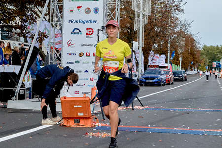 September 15, 2019 Minsk Belarus Minsk hosts a half-marathon where the lucky woman crossed the finish line Éditoriale