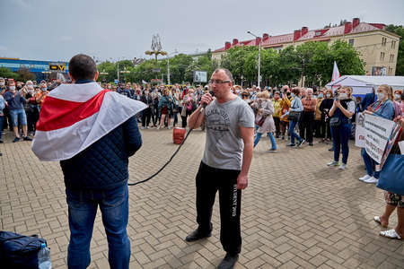 June 7 2020 Minsk Belarus A rally where a man with a microphone speaks about his movement against the arbitrariness of the authorities 新聞圖片