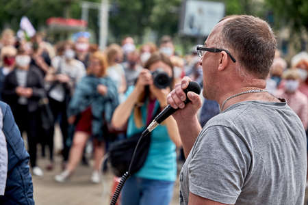 June 7 2020 Minsk Belarus Close-up of an opposition leader with a microphone shouting at a protest rally in front of a photographer 新聞圖片