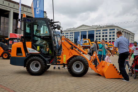 July 3 2020 Minsk Belarus Exhibition of construction equipment on the city square. Loader for General construction work 新聞圖片