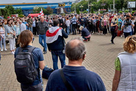 June 7 2020 Minsk Belarus A rally where a woman collect money in a cellophane bag 新聞圖片