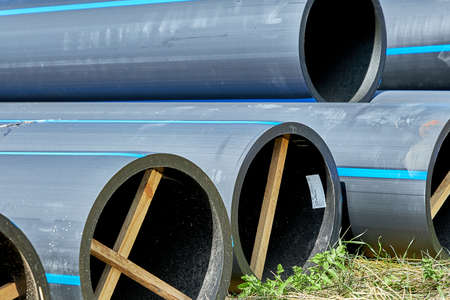 Polyethylene pressure pipes for cold water pipes with wooden struts to preserve the diameter