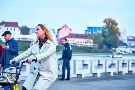 October 19, 2019 Minsk Belarus Girls walking along the embankment 版權商用圖片 - 163033790