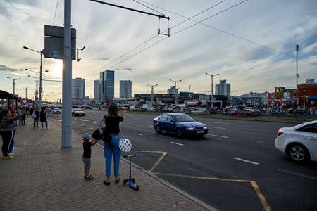August 14 2020 Minsk Belarus Many people stand by the roadside to protest against violence 版權商用圖片 - 166895035