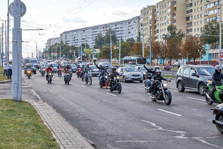August 15 2020 Minsk Belarus A motorcyclists with flowers rides on the road 版權商用圖片 - 166895007