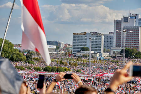 August 16 2020 Minsk Belarus Many people gathered at the rally for the change of power 新聞圖片