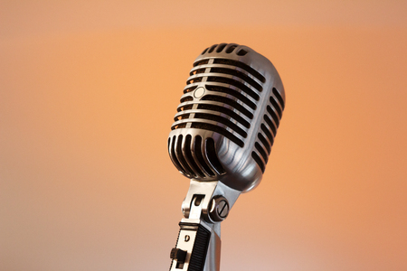 Retro microphone against light restaurant background on stage Stockfoto