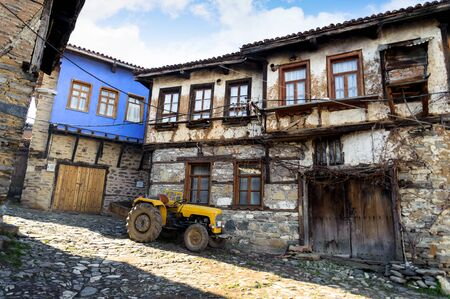 turquia: una vista de la calle estrecha de 700 a�os de pueblo otomano. La textura hist�rico de la villa ha sido bien protegida. El pueblo aceptado como patrimonio de la humanidad.