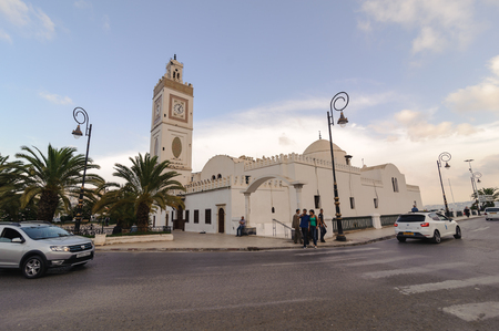 algiers: ALGIERS, ALGERIA - SEP 24, 2016: Djemaa el-Djedid mosque New Mosque Ottoman mosque dates back to 1660.Combines Turkish styles of vaults and domes with an Andalucian minaret located next to the harbour Editorial