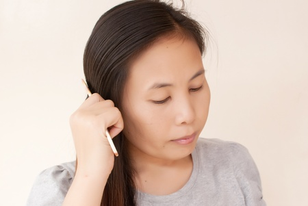 Lady to comb her hair. Stock Photo - 10046999