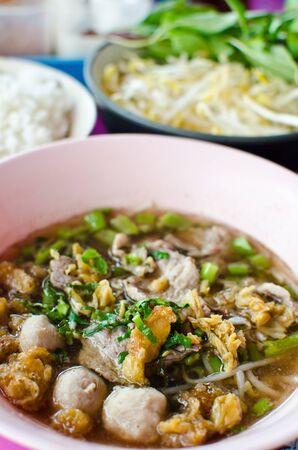 thai noodle soup: Thai noodle food.