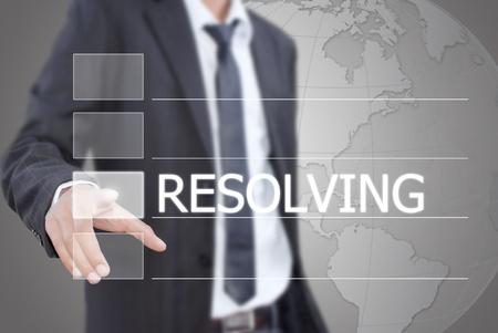resolving: Uomo d'affari asiatico spingendo risoluzione parola su una interfaccia touch screen. Archivio Fotografico