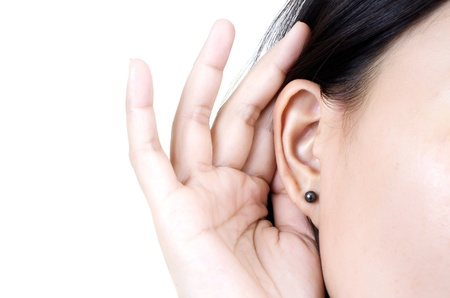escuchar: Mujer escuchando. Foto de archivo