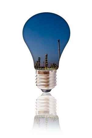 industria petroquimica: industria petroqu�mica en la bombilla de luz aislados Foto de archivo