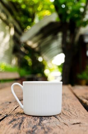 Kopje koffie op de houtstructuur
