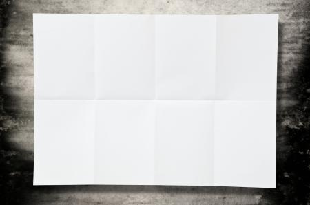 feuille froiss�e: Blank texture du papier blanc sur le sol Banque d'images