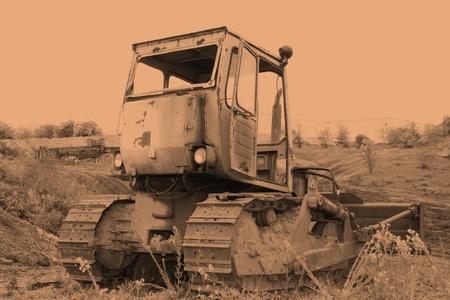antik: Stockfoto Sephia von einer Baumaschine Raupe