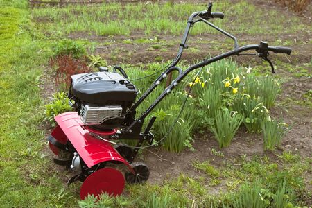 Cultivator for cultivating small plots of land