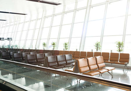 Empty seats at the airport departure terminal lounge waiting area in the morning with sunlight.Travel and transportation concepts. Stockfoto