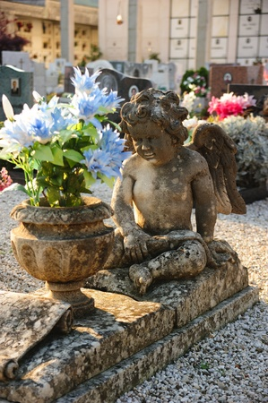 commemoration: Child angel statue in a cemetery