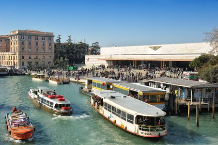 Venice, Italy - 17 February, 2015: Venezia Santa Lucia railway station (Stazione di Venezia Santa Lucia) and vaporetto, the Venetian water bus or public ferry 新聞圖片