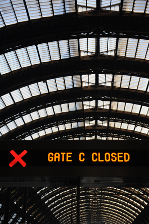 gate closed at Milan central station 新聞圖片