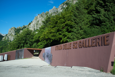 Strada delle 52 gallerie (Road of 52 galleries) is a military trail built during World War I on the massif of Pasubio (Vicenza, Italy) 新聞圖片