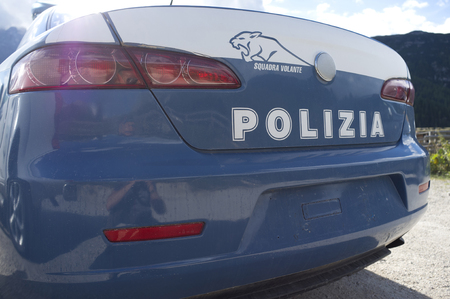15 - september - 2018, Sudtirol, Italy - Italian Sudtirol police car, used in Italian fiction: Un passo dal cielo 新聞圖片