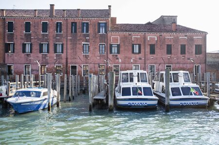 10 may 2019, Venice, Italy - Venice Police Headquarters (Questura di Venezia), seen from the sea, with the boats docked at the pier 版權商用圖片 - 126692073