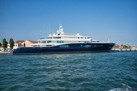10, may, 2019 - Venice, Italy: The yacht Carinthia VII, one of the largest motor yachts in the world, it is owned by Heidi Horten, widow of the German entrepreneur Helmut Horten. 新聞圖片