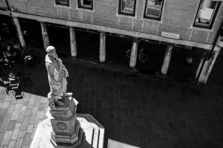 27, april, 2019 - Vicenza, Italy: view of the statue of architect Andrea Palladio from the terrace of the Basilica Palladiana. He was influenced by Greek and Roman architecture. He influenced architects for centuries. 新聞圖片