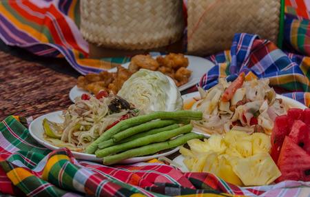 tam: Papaya salad, Thai food, place on plate
