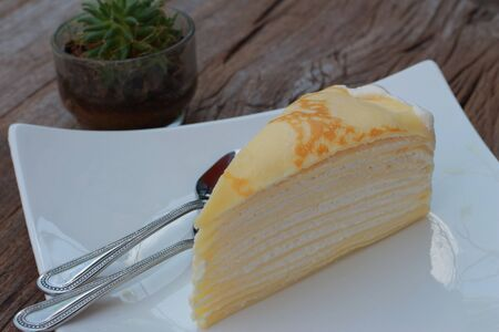coffee hour: Cheese cake plate with white cactus