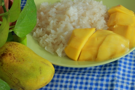 Mango sticky rice Stock Photo - 17184697